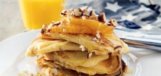 Amerikanska pannkakor bör ingå i en bra brunch.