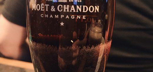 Drinken Black Velvet består av lika delar Champagne och Stout.