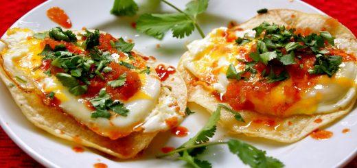 Huevos rancheros funkar lika bra till lunch som till frukost!