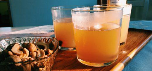 Varm drink med smak av äpple, kanel, ingefära och citron.