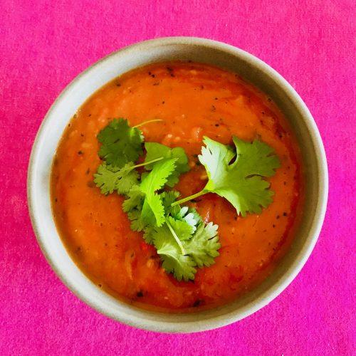 Recept på en kokad, mixad tomatsalsa som passar perfekt som dip till nachos eller på tacos.