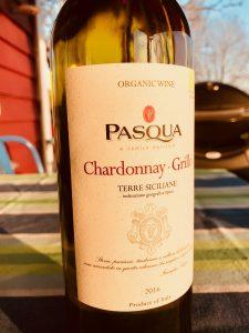 Pasqua Chardonnay Grillo är ett prisvärt ekologiskt vin från Italien.