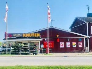 På Ica Knuten i Knutby är det något av en utmaning att handla.